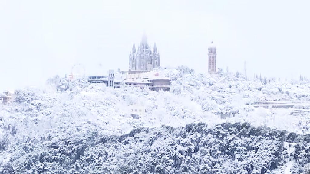 Collserola i el Tibidabo, totalment coberts de blanc el 20 de març