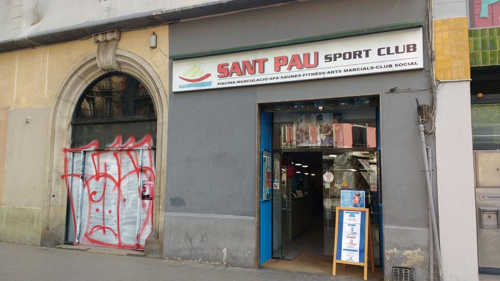 Entrada del Gimnàs Social Sant Pau
