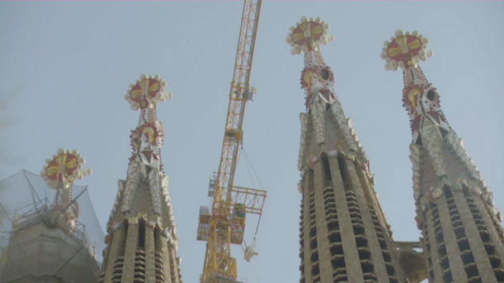 Col·locació dels tres àngels de la Creu Gloriosa de la Sagrada Família