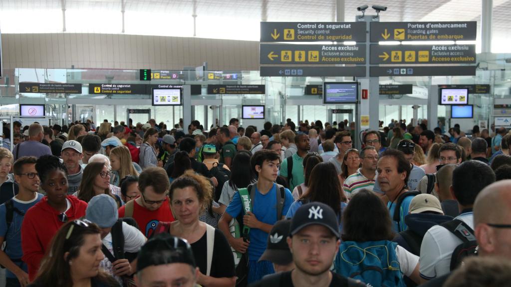 Cues a l'aeroport de Barcelona-El Prat