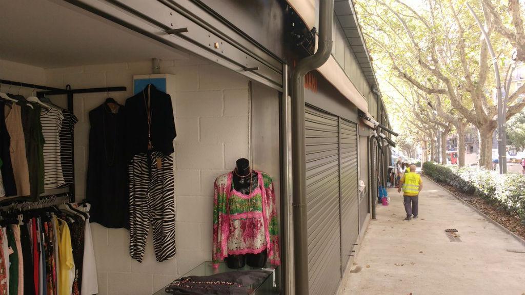 mercat abaceria carpa botigues exteriors