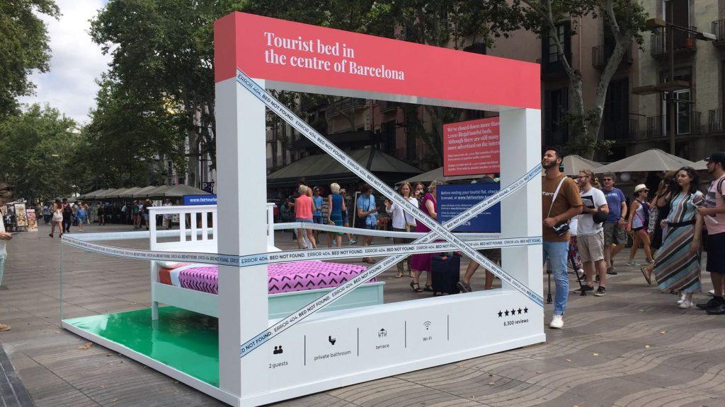 Llit de la campanya contra els pisos turístics il·legals