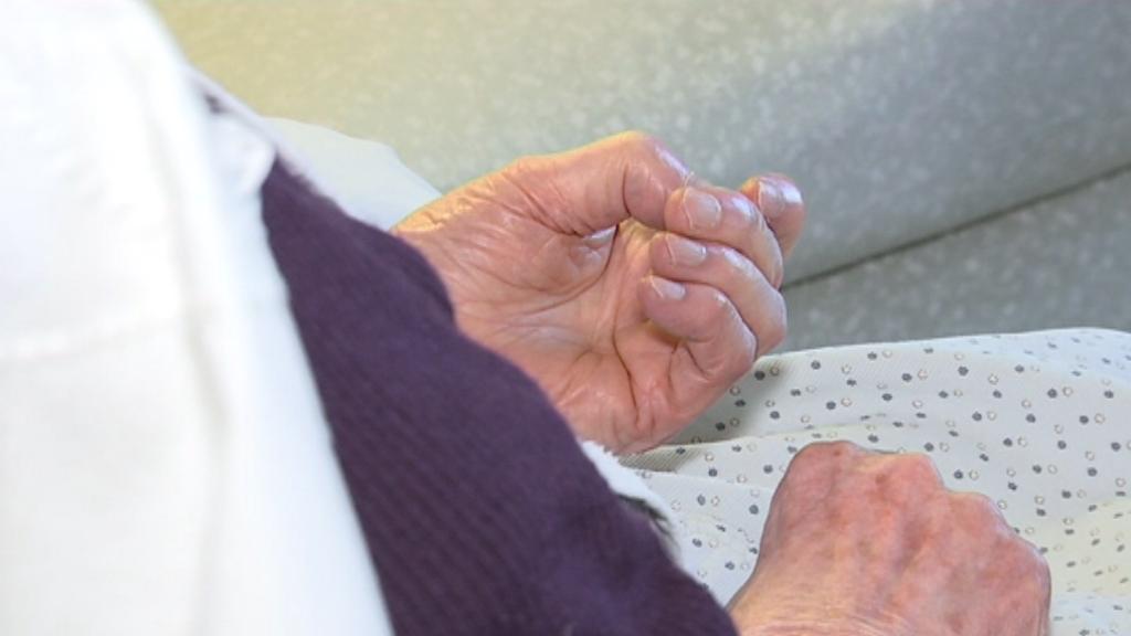 Mans d'una persona dependent