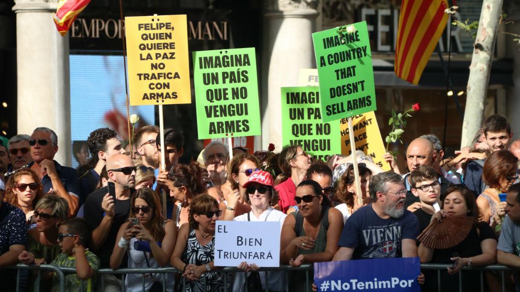 Manifestants amb pancartes contra el rei a la manifestació del 26 d'agost passat a Barcelona