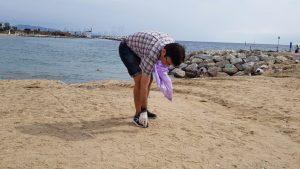 Bosses, guants i crema solar: els estris per fer la neteja