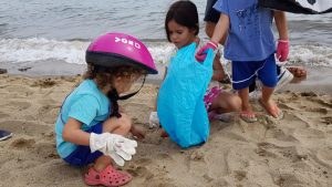 Tota protecció és poca per netejar la platja
