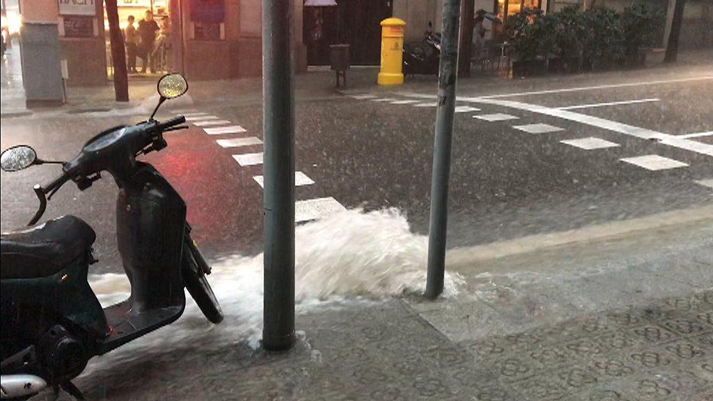pluja a Barcelona que transforma carrers en rius