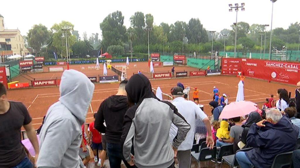 La pluja ajorna la segona semifinal