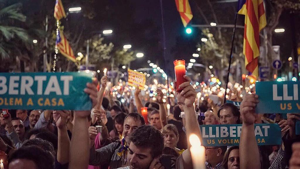 Manifestació Jordis espelmes
