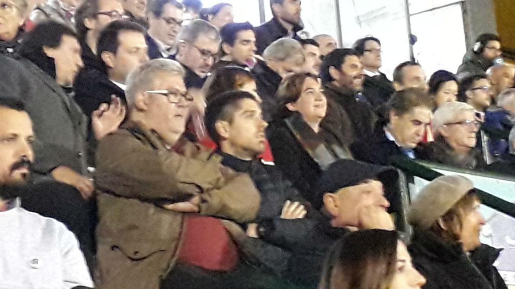 Ada Colau i Laia Ortiz, presents a la llotja del Narcís Sala