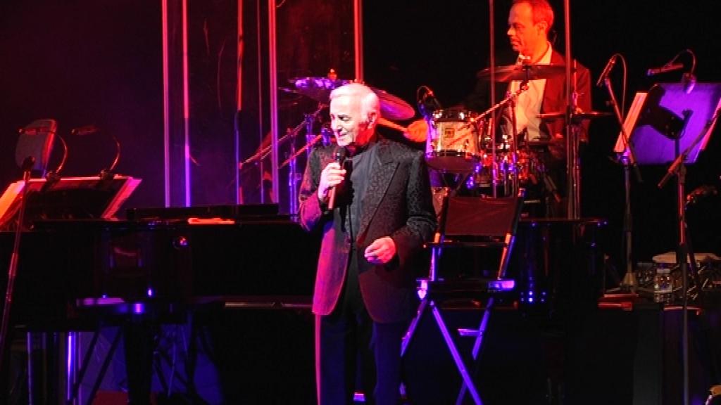 Charles Aznavour durant una actuació a Barcelona