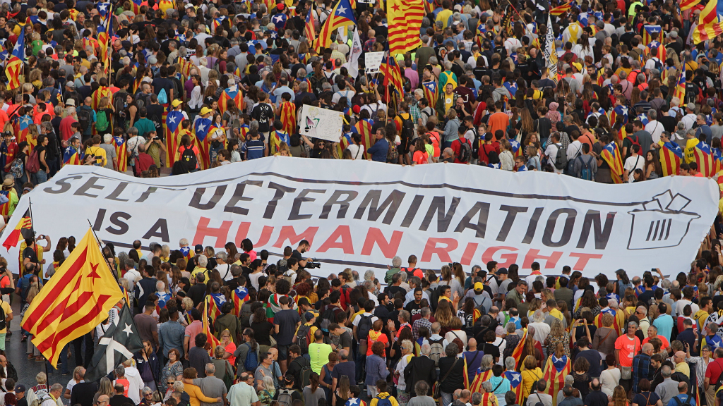 """""""L'autodeterminació és un dret humà"""", diu aquesta gran pancarta"""