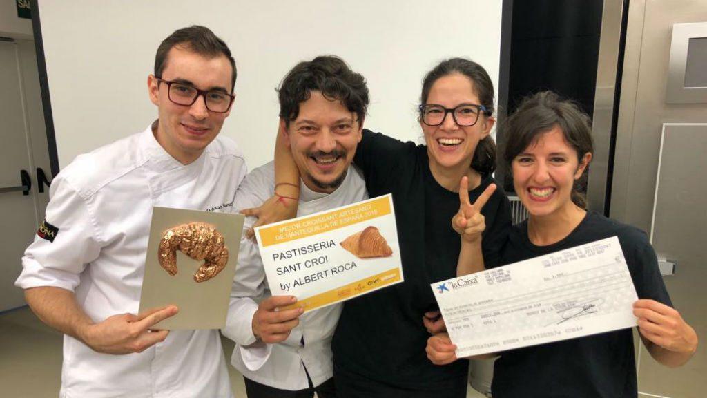 Albert Roca amb el premi al millor croissant de mantega
