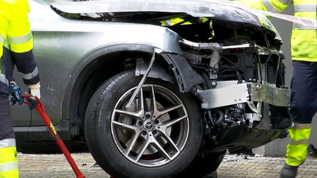 cotxe sinistrat accident travessera Gràcia