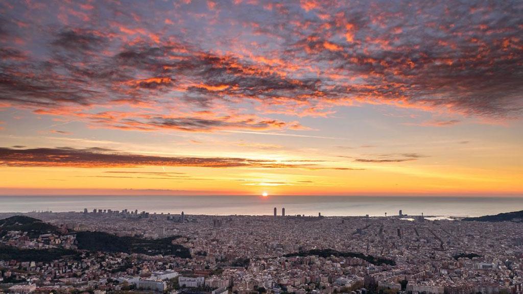 sortida de sol des de l'Observatori Fabra el 28 de novembre. Foto: Alfons Puertas