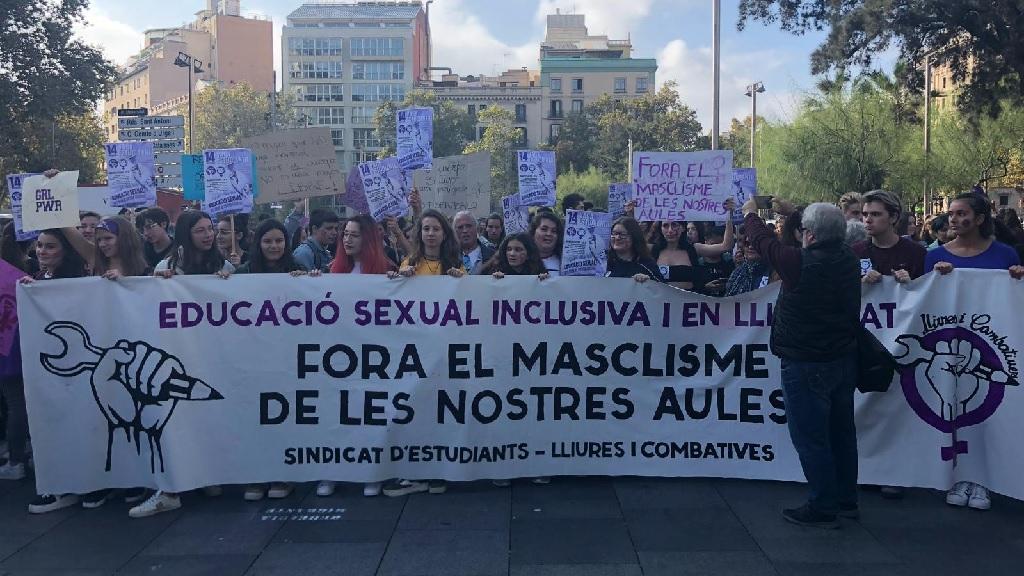Els estudiants es manifesten contra el sexisme a les aules