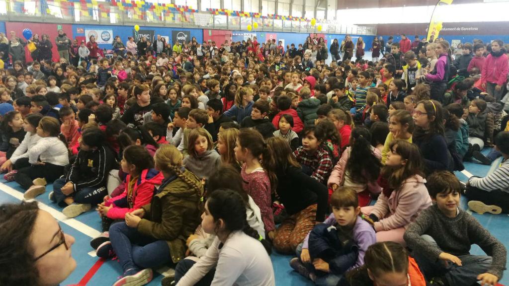 nens al pavelló Mar Bella sobre pregó infants Festes de Santa Eulàlia