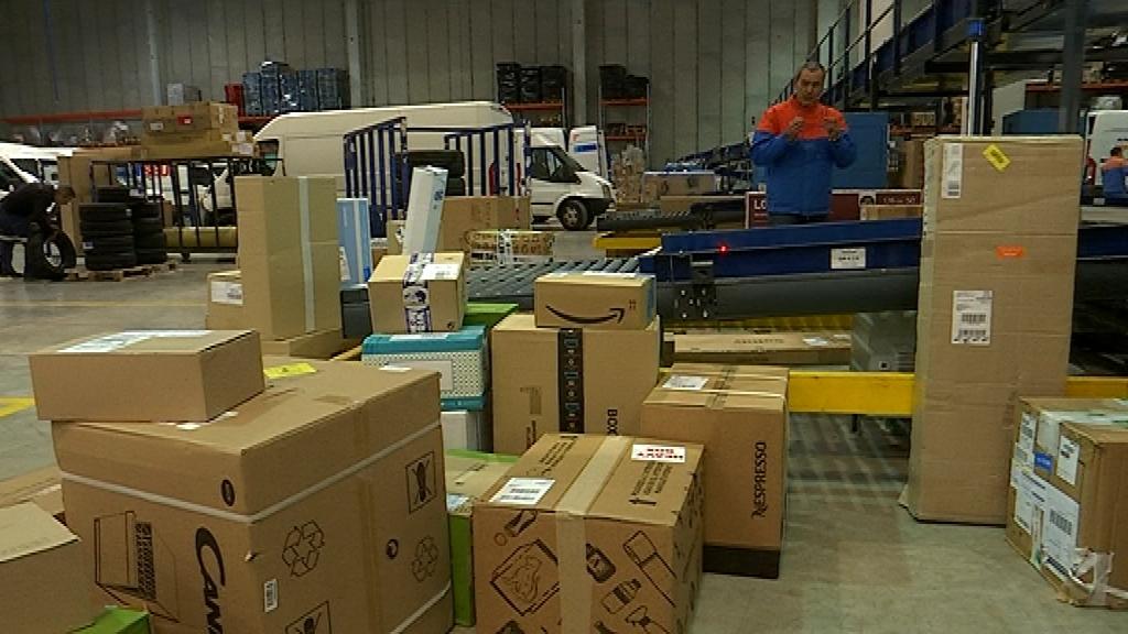 Seur centre logístic paquets enviaments