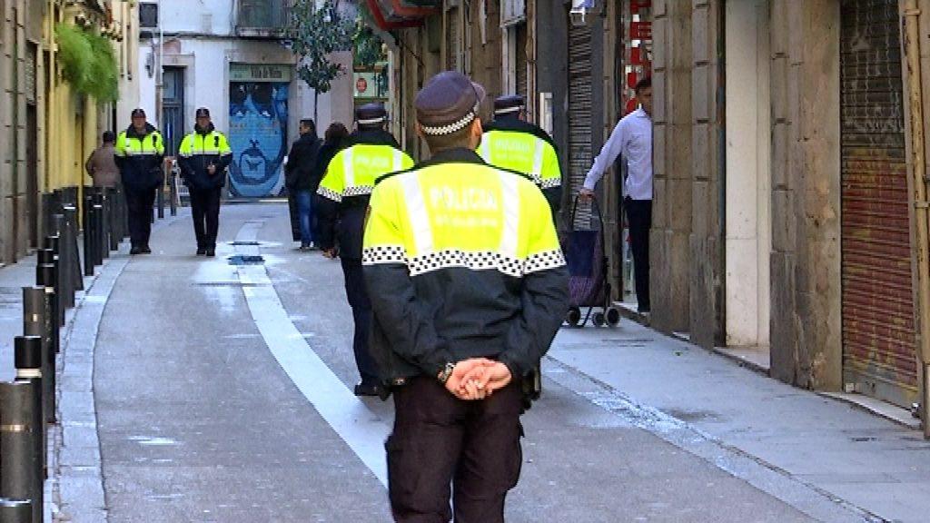 guardia urbana patrullant al raval