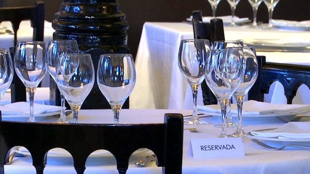 Una de les taules reservades del restaurant 7 Portes