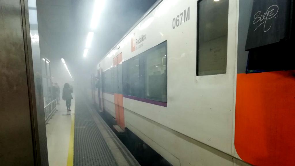 Avaria d'un tren de la R16 a Sants-Estació