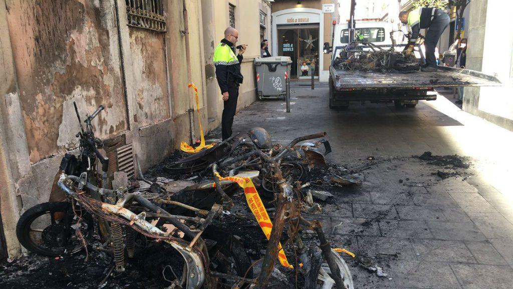 Motos calcinades a Gràcia
