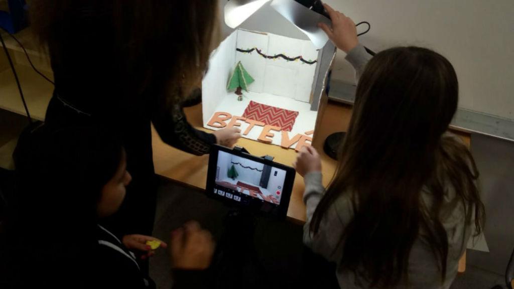 alumnes fan separadors nadalencs per betevé