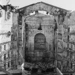 Vista de l'interior del Liceu arrasat pel foc, febrer del 1994 - Jordi Calafell - Arxiu Fotogràfic de Barcelona
