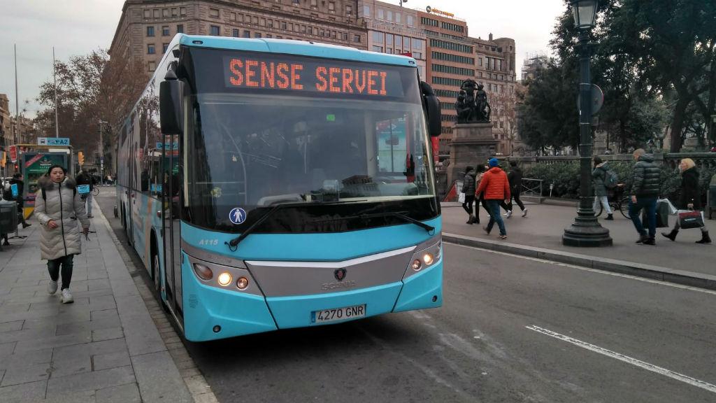 Parada de l'Aerobús de plaça de Catalunya sense servei per la vaga de taxis