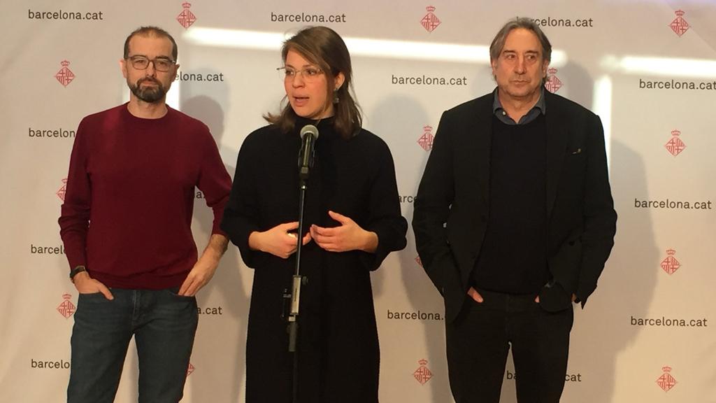 La tinent d'alcalde d'Urbanisme, Janet Sanz, acompanyada dels regidors no adscrits Juanjo Puigcorbé i Gerard Ardanuy