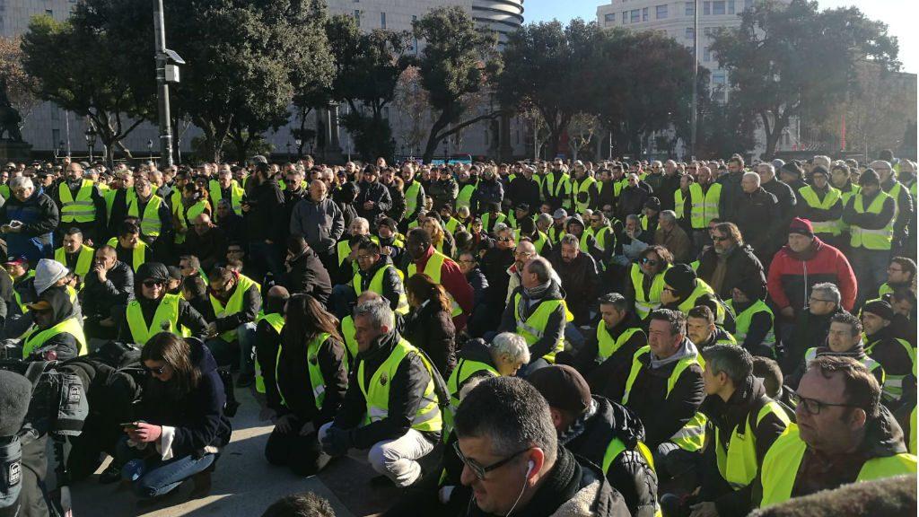 Assemblea taxistes plaça Catalunya