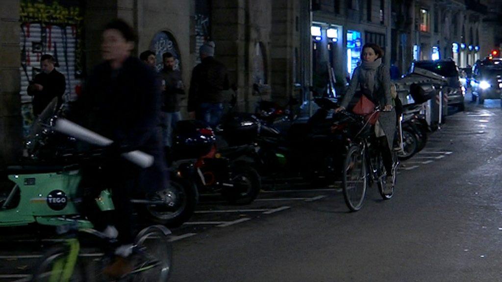 Bicicleta de nit sense llum