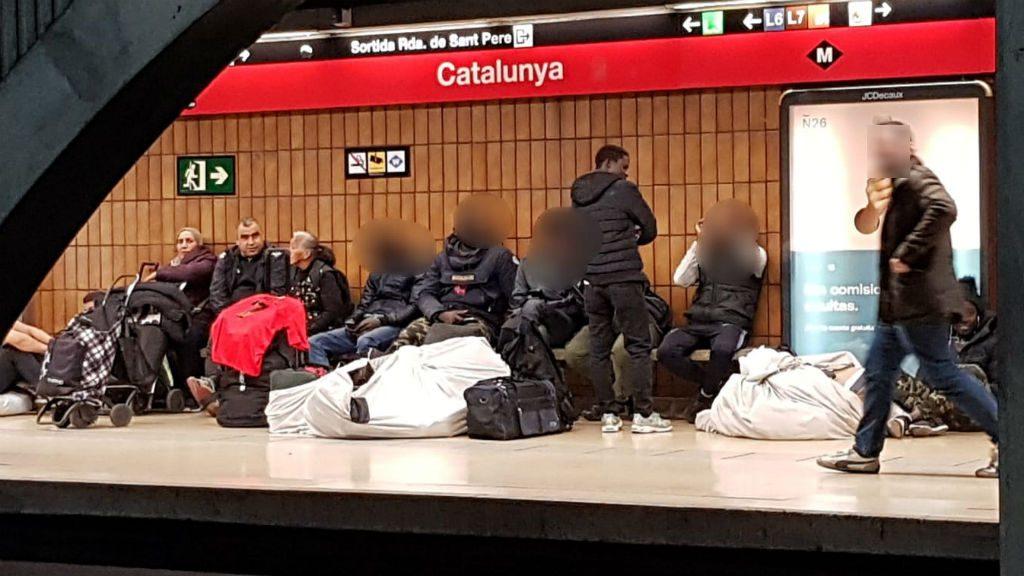 Manters a l'andana del Metro