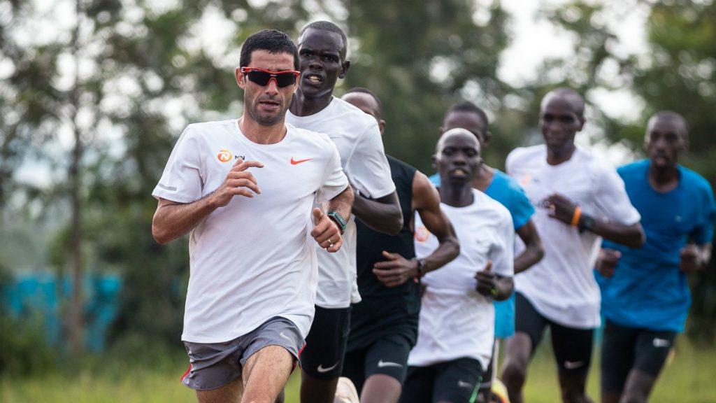 Marc Roig entrenant a Kenia
