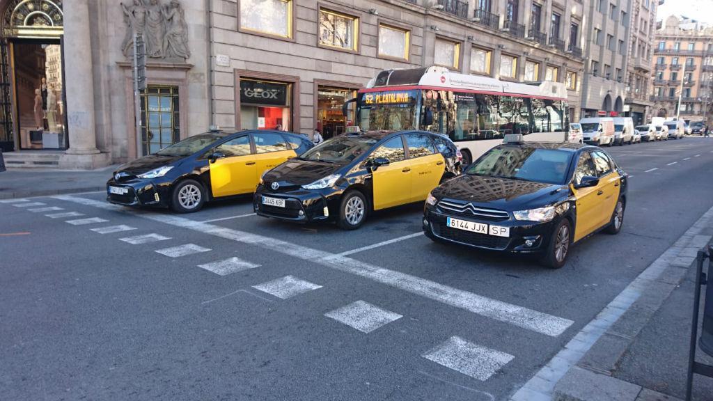 Taxis circulant pel carrer