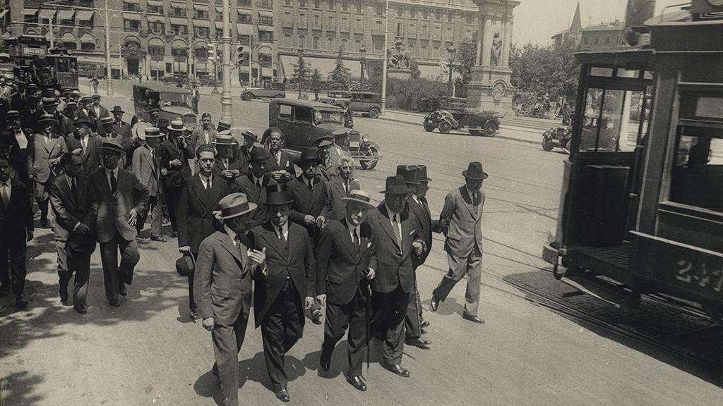 1024x576_0014_1931 Enterrament Placa Catalunya Comitiva acompanyan
