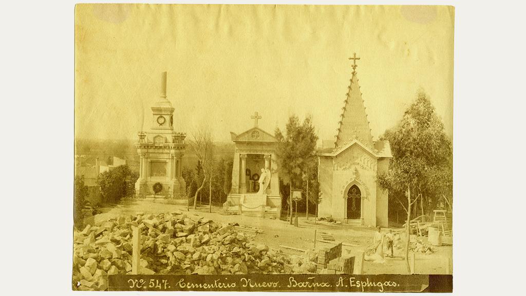1024x576_0025_1883 1889 Cementiri nou del sud-oest Montjuic panteons i obrers treballant