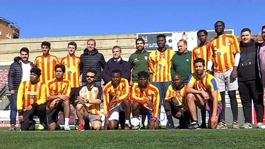 Refugiats a Barcelona disputen partits de futbol al camp del Sant Andreu