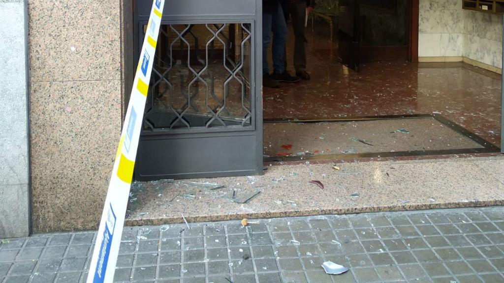 Portal on ha impactat la moto aparcada durant l'accident del carrer d'Entença