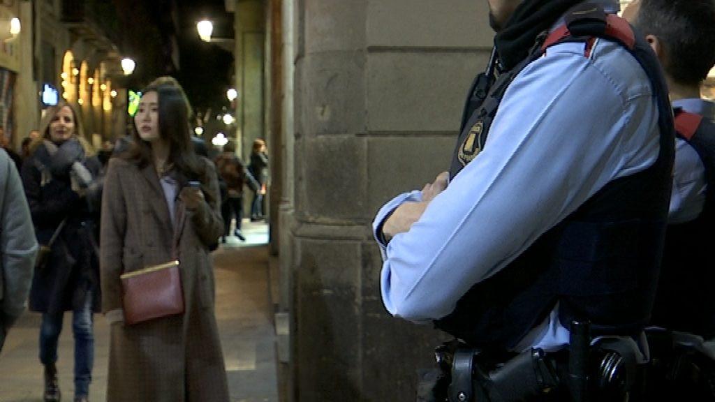 Mossos d'Esquadra al carrer d'Escudellers