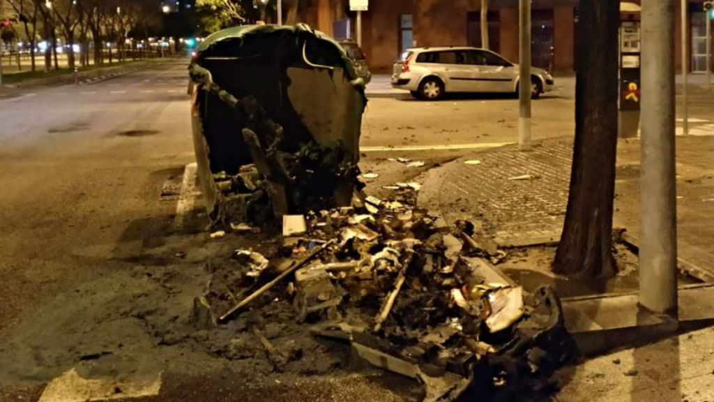 Contenidors cremats al Poblenou
