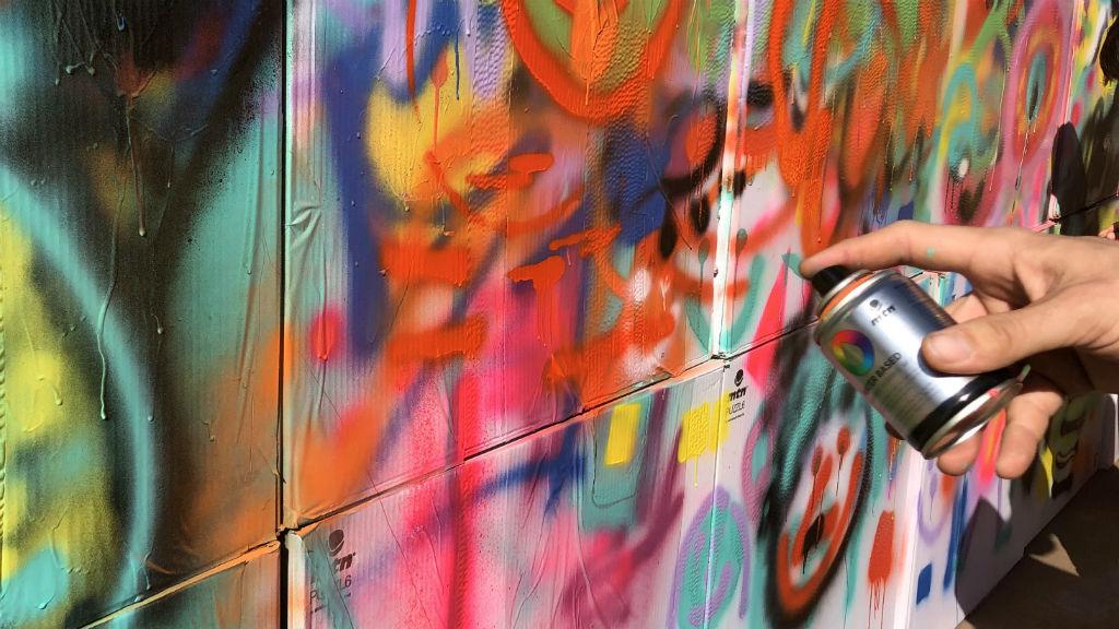 Pintades de petits artistes que han participat al No Borders