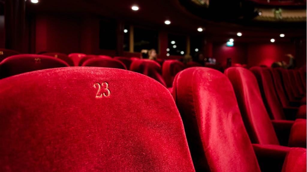 Resultat d'imatges de teatre barcelona aixeca el telo
