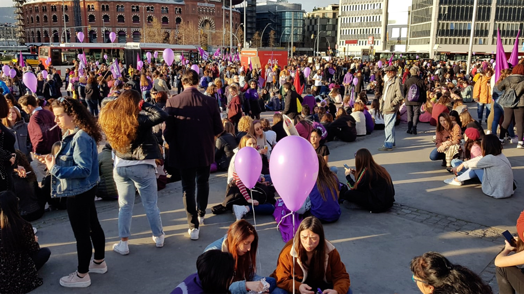 Manifestació feminista 8-M Plaça d'Espanya