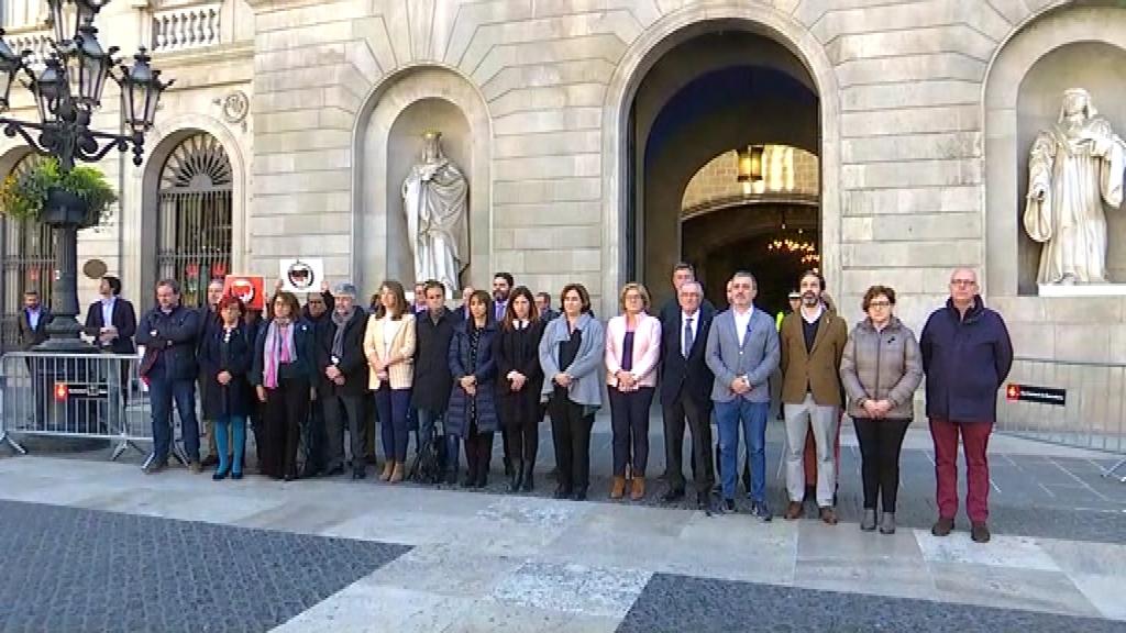 Minut de silenci a l'Ajuntament de Barcelona