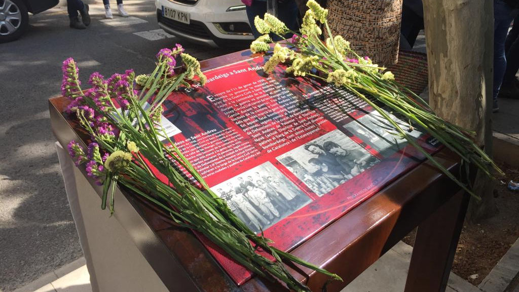 Placa homenatge victimes bombardeig Sant Andreu