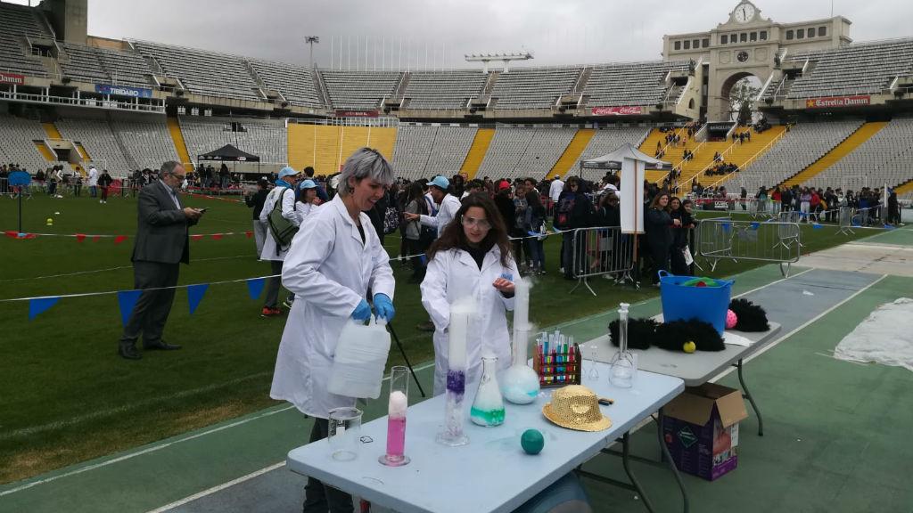 estudiants al Visions - steam anella a l'Estadi Olímpic