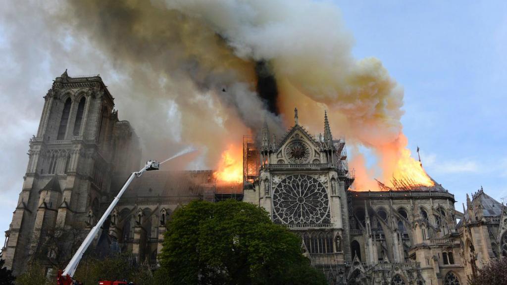 Incendi a la catedral de Notre Dame, a París