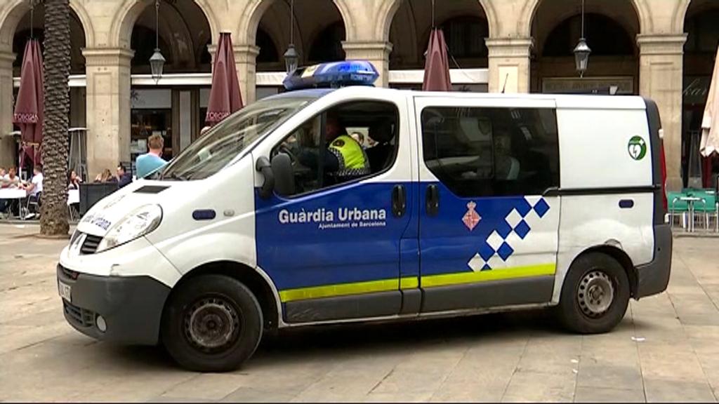 Dispositiu policial a la plaça Reial