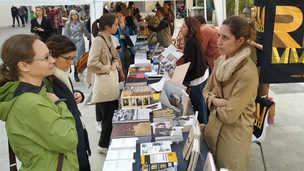Foto, art i disseny a la plaça Vicenç Martorell